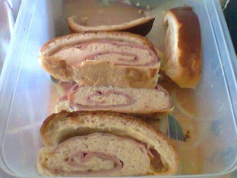 Pão Recheado de Presunto e Queijo