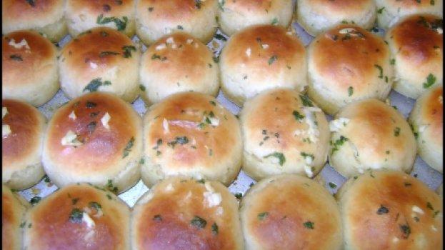 Pão de Cebola com Cobertura de Alho
