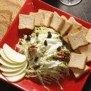 Waldorf Salad com torradas