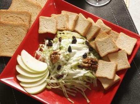 Waldorf Salad com torradas   Douglas Aby Saber