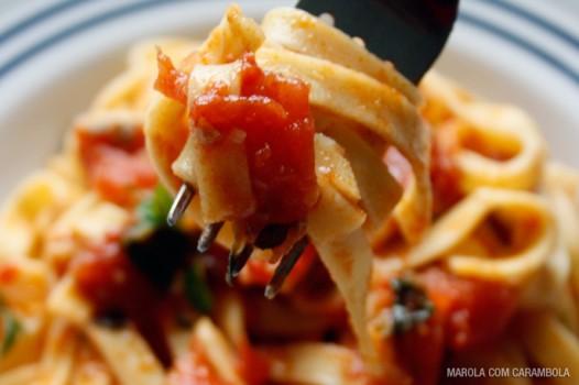 Talharim com Molho Fácil de Tomates | Eloah Cristina