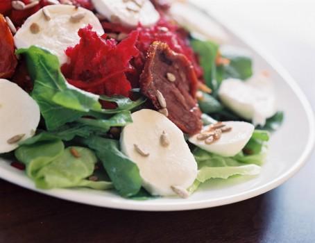 Salada com Sementes de Girassol da Família Burger