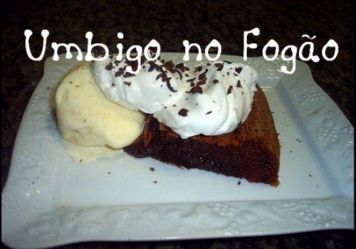 Bolo de chocolate cremoso (Umbigo no fogão)