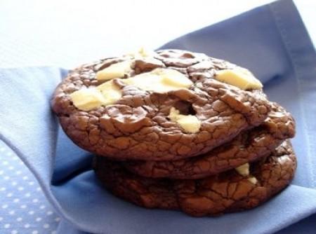 Cookies com Chocolate Branco e Meio Amargo
