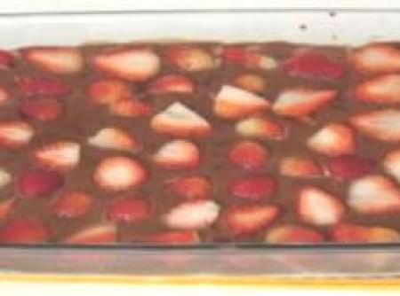 Delícia de Chocolate e Morango   Emilia M. C. Torres