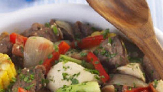 Ensopado de carne, frango e milho