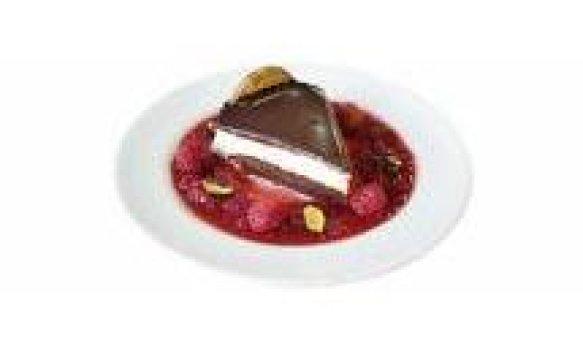 Torta Holandesa Pronta com Calda de Frutas Vermelhas