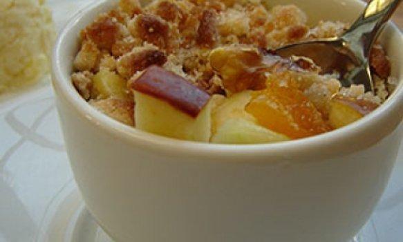 Crumbe de maçãs com damascos