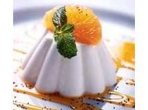 Flan de yogurte com calda de tangerina