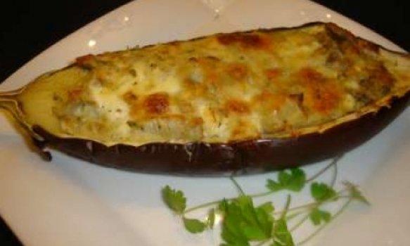 Berinjelas recheadas com queijo