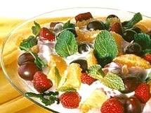 Taça de Sorvetes e Frutas