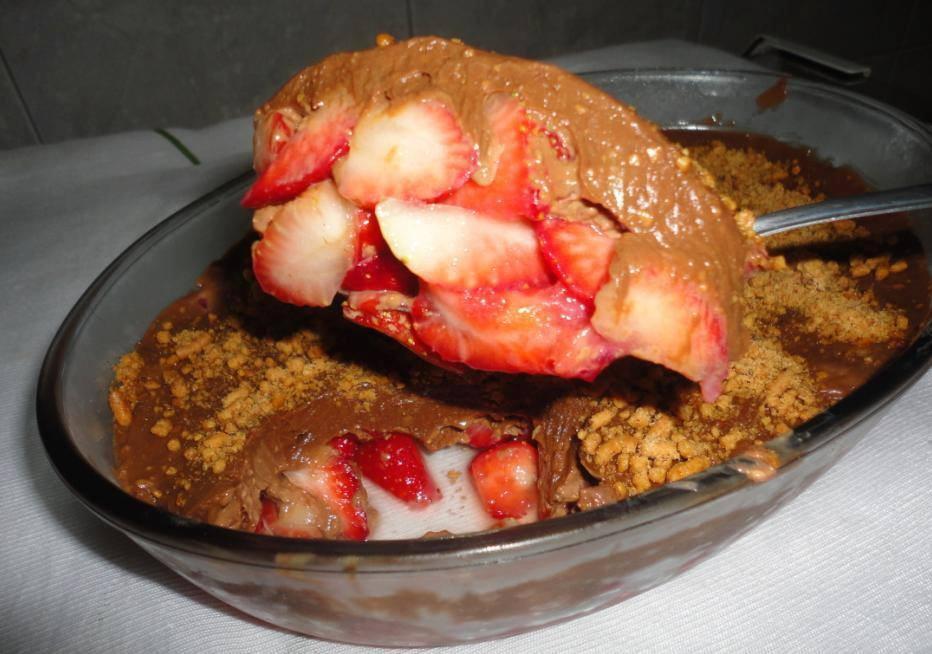 Resultado de imagem para escondidinho de morango com chocolate
