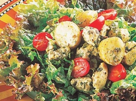 Salada de frango com batatas e pesto | vera lia de marchi