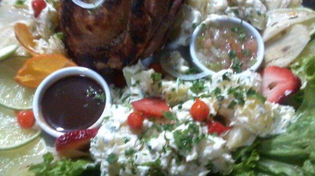 Joelho de Porco com Batata e Geleia de Pimenta