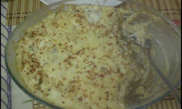 Nhoque gratinado com molho branco e frango