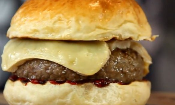 Red Jelly Brie Burguer