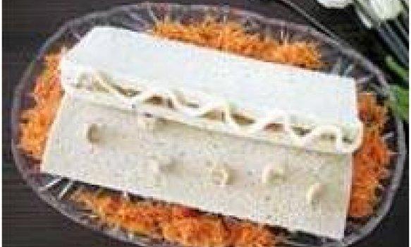 Sanduiche de frango com castanha de caju