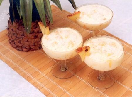 Pudim de Iogurte com Abacaxi e Coco
