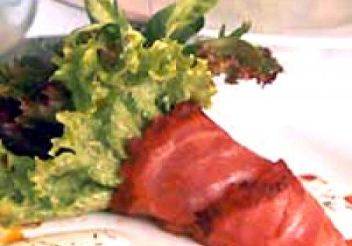 Bouquet de salada e salmão defumado