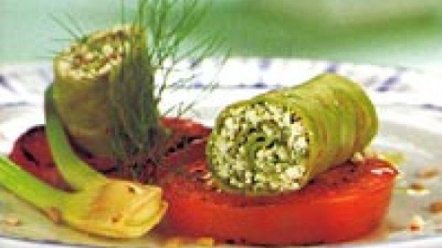 Rolinhos de rúcula com pasta de ricota e sementes de girassol
