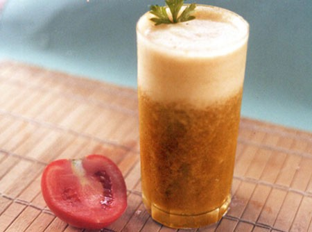 Suco de Tomate com Salsão