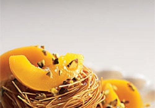 Cabelinhos-de-anjo com pêssegos e flores de laranjeira para o glutão