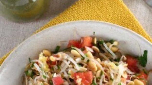 Salada de broto de feijão com soja