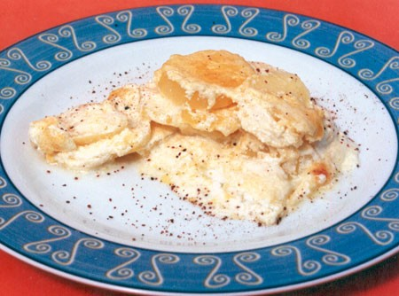 Batata com Molho Branco com Queijo Gratinado