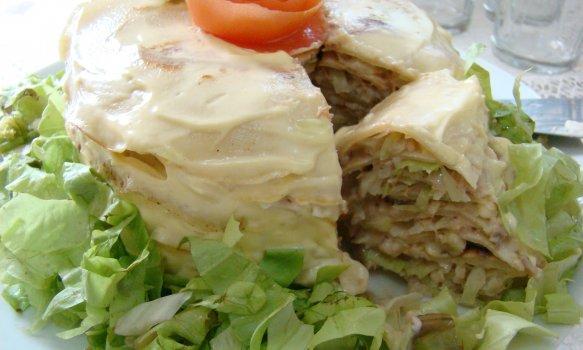Torta de Panqueca com Repolho e Atum