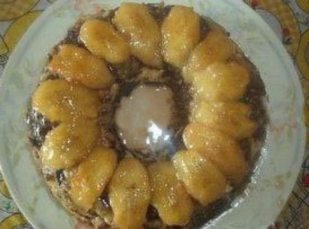 Pudim com sobras de bolo e bananas