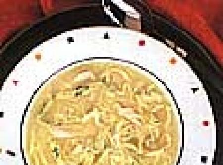 Sopa de Galinha e Vermicelli com Tiras de Ovos