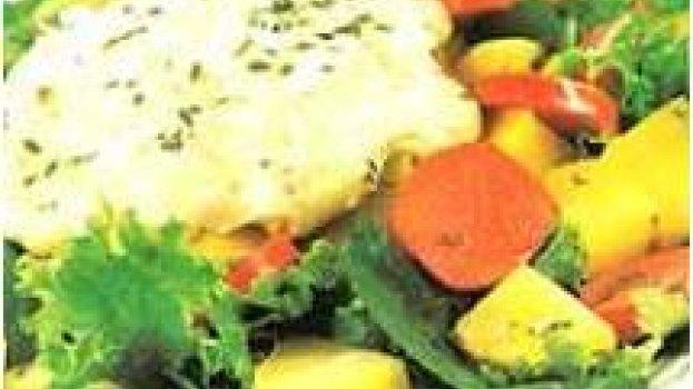 Salada de batata com creme parmesão