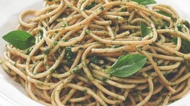 MASSA - Espaguete Integral com Pesto de Rúcula
