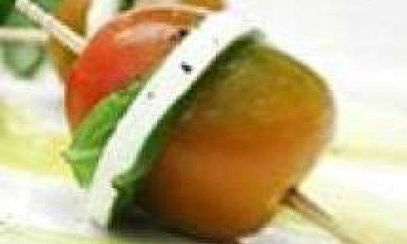 Tomate cereja com queijo