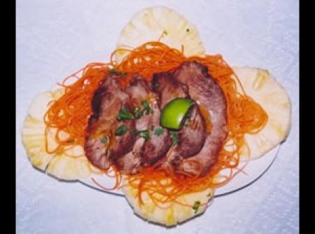 Medalhão de paleta suína com abacaxi