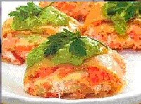 Rondelle com creme de salmão e molho de salsinha