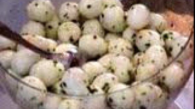 Ovos de Codorna no Molho de Alcaparras
