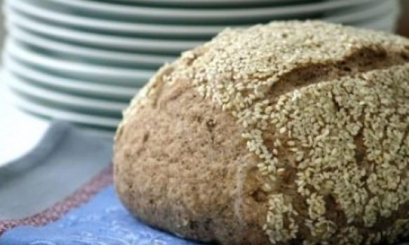 Pão integral com linhaça e crosta de gergelim