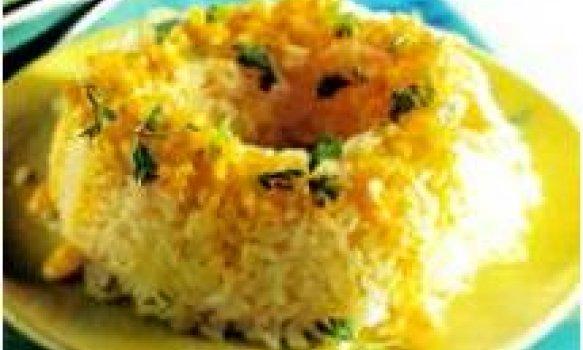 Forma de arroz com creme de açafrão