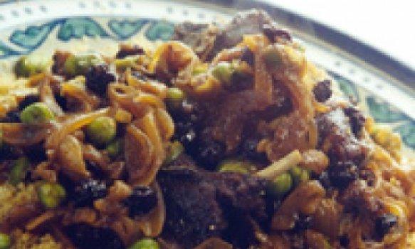 Cuscuz marroquino com cordeiro e favas