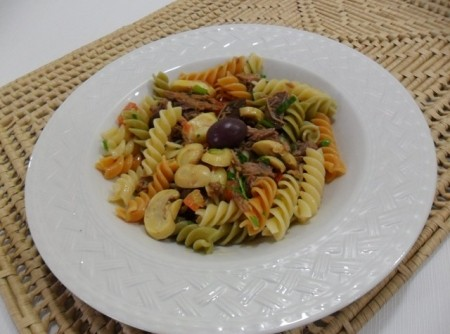 Salada de Macarrão com Cogumelos e Azeitonas