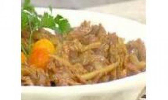 Carne chinesa acebolada