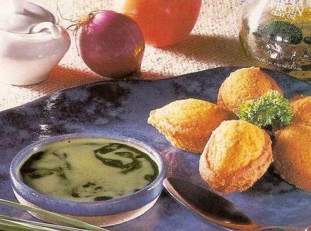 Bolinho de Feijão com Vinagrete de Capim Limão (Erva Cidreira )