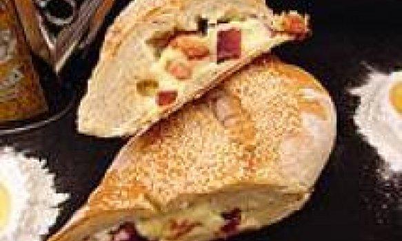 Pão com bacon e catupiry