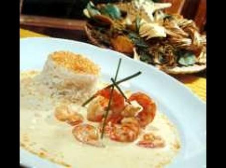 Camarões com arroz de coco
