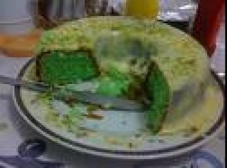 bolo de limão com calda de leite condensado