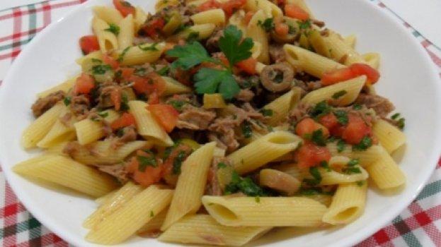 Salada de Macarrão com Carne fria e Ervasq
