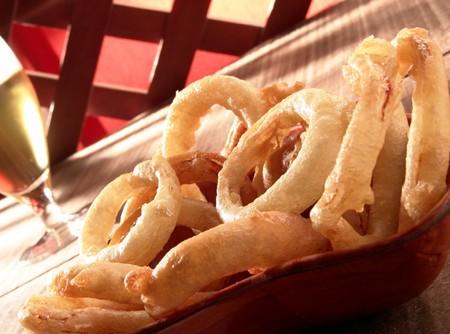 Anéis de Cebola Empanados