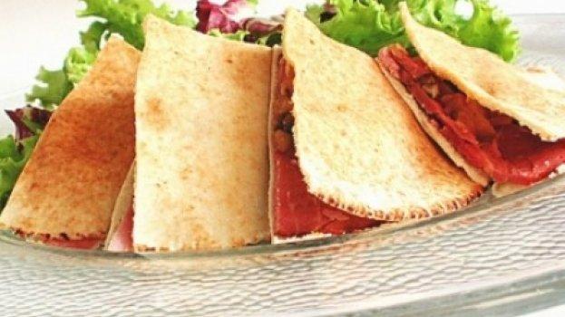 Sanduíche light de tender no pão sírio