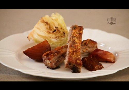 Costelinha de porco com geleia em crosta de castanha-de-caju